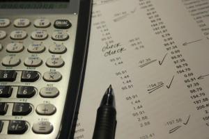 KRD: Nawet 100 faktur mniej wystawiają miesięcznie firmy z sektora MŚP