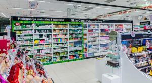 """Super-Pharm stawia na """"zielone półki"""". Hitem sprzedaży sieci żel Holika Holika"""