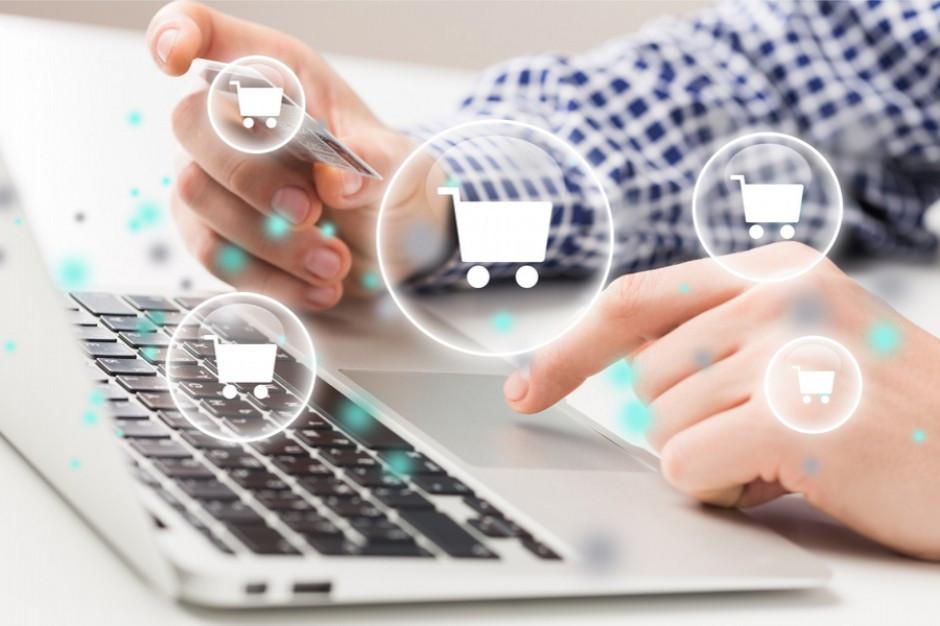 Badanie: W 2020 roku Polacy kupowali online laptopy, sprzęt do fitnessu i... szkrzynki pocztowe