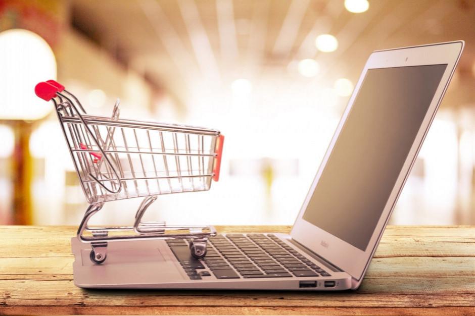 Badanie: Emisja CO2 jest o 36 proc. niższa podczas zakupów online