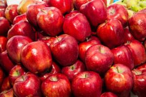 Badanie: Jedynie 13 proc. Polaków spożywa właściwą ilość warzyw i owoców