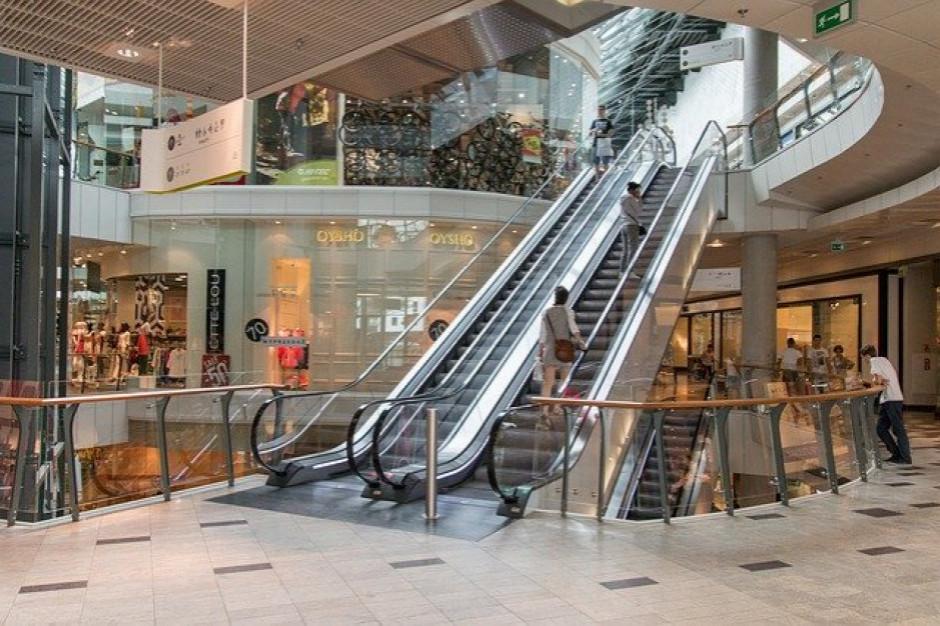 Odwiedzalność centrów handlowych niższa o ok. 20 proc. rdr.