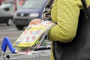 Sklepy wydają coraz mniej gazetek promocyjnych