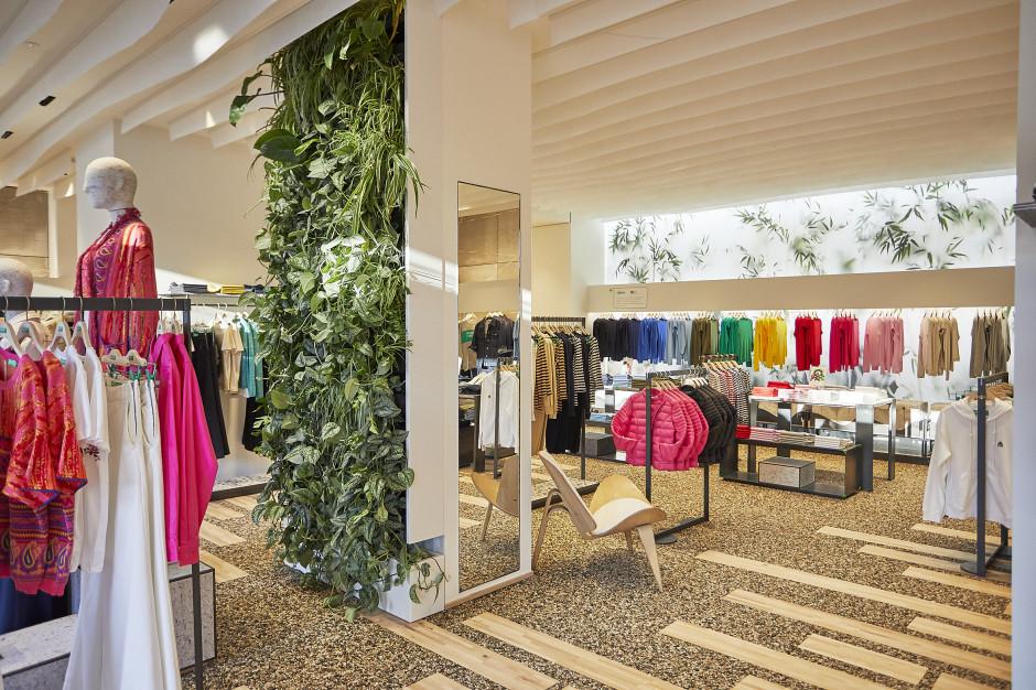 Benetton we Florencji - podłoga ze zmiksowanych włókien tkanin