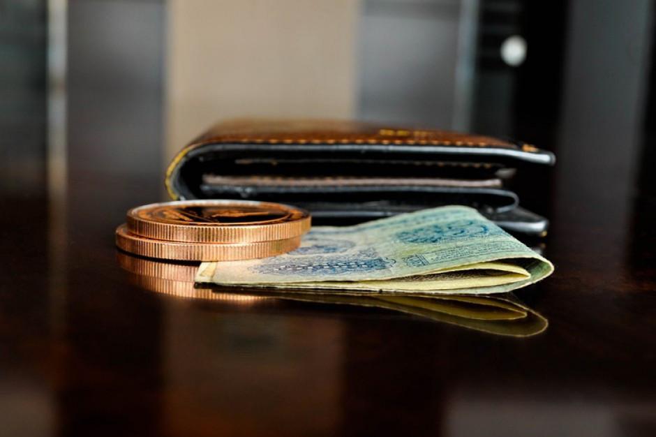 BIEC: Konsumenci i firmy minimalizują straty