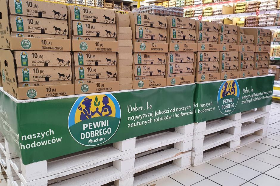 Auchan wycofa ze sprzedaży jaja z chowu klatkowego