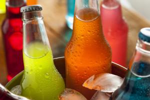 CMR: producenci napojów słodzonych przerzucili opłatę cukrową na konsumentów