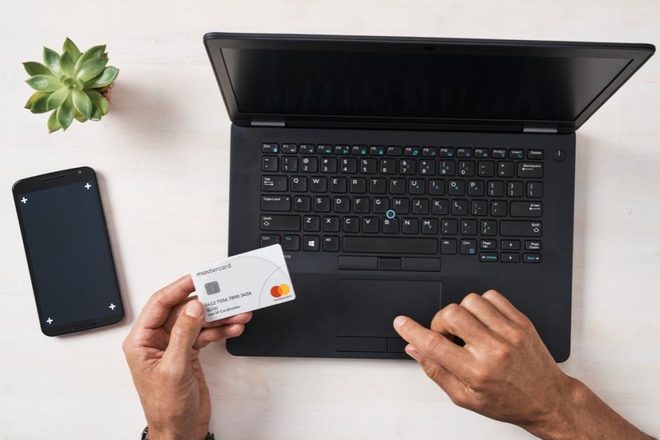 1 na 5 dolarów wydawanych jest w e-sklepach