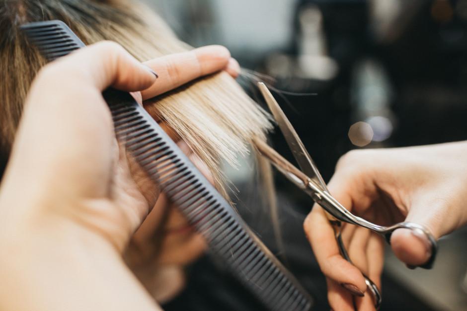 """Pracownicy branży beauty skarżą się, że muszą pracować """"w podziemiu fryzjerskim"""""""