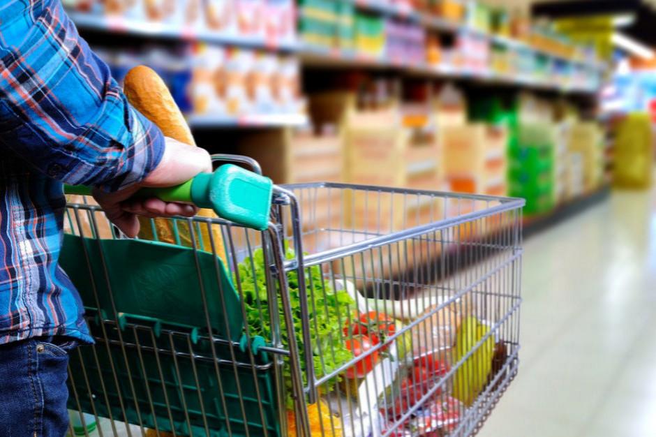 Klienci szukają oszczędności na zakupach spożywczych