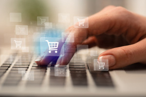 E-commerce przestaje być osobnym kanałem. Udział w detalu to 9,5 proc.