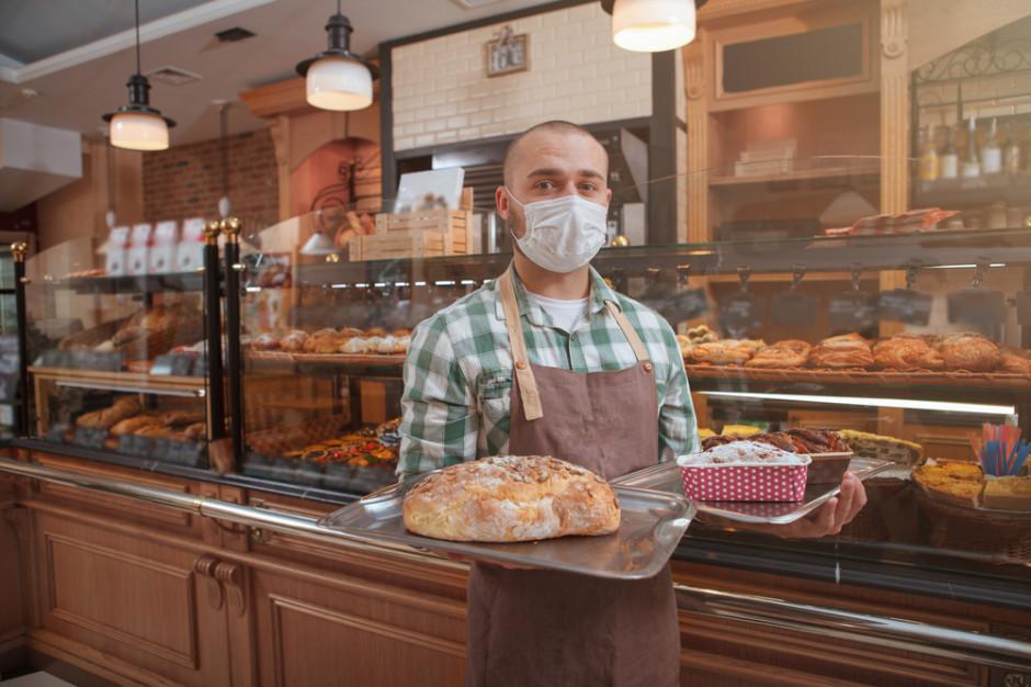 Deser AstraZeneca, pizza Sputnik - to oferta węgierskiej cukierni