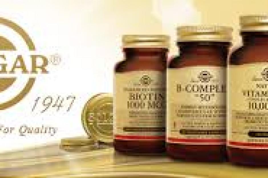 Suplementy Solgar w rękach Nestle