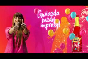 Viki Gabor i Roxie Węgiel promują Oranżadę Hellena