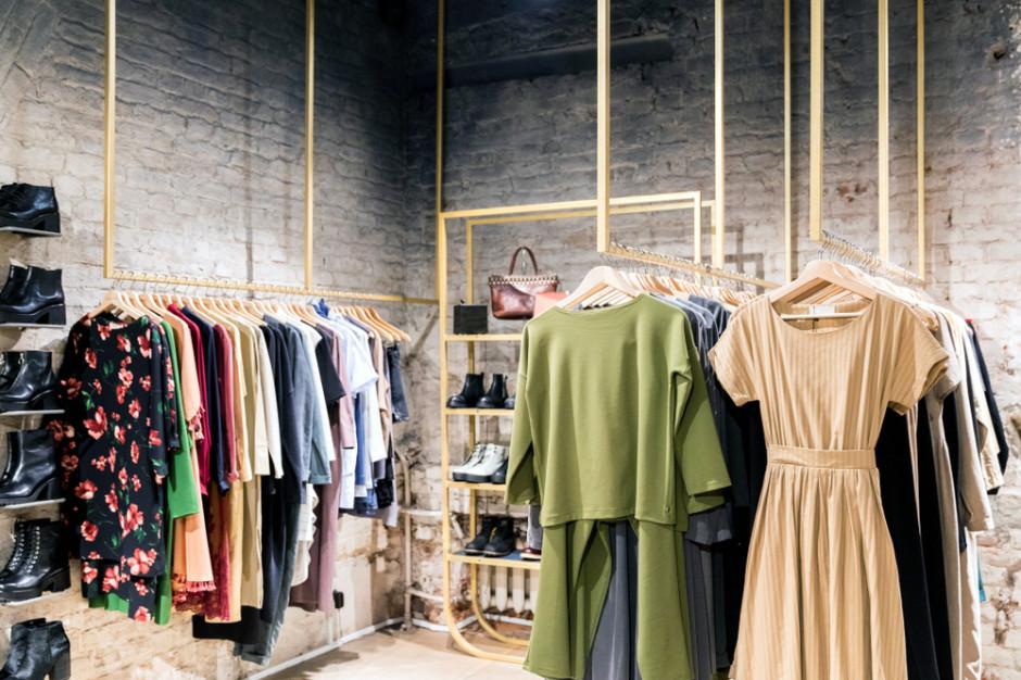 Odzież i obuwie napędzają sprzedaż detaliczną w kanale online