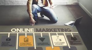 Klienci coraz rzadziej kupują w ulubionym e-sklepie, ważny impuls marketingowy
