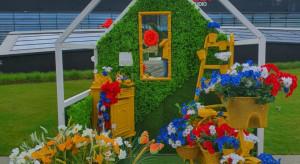Galeria Północna z ogrodem gigantycznych kwiatów. Na spacery i na sesję zdjęciową!