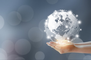 Żeby zatrzymać użytkowników online, firmy powinny zapewnić im multikanałową obsługę