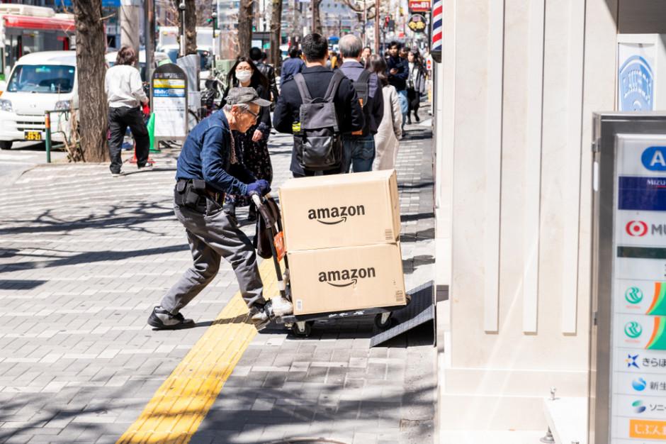 Związkowcy z kampanią Make Amazon Pay