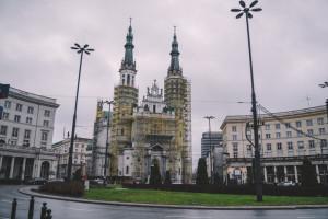 Więcej miejsca dla gastronomii na warszawskim Placu Zbawiciela