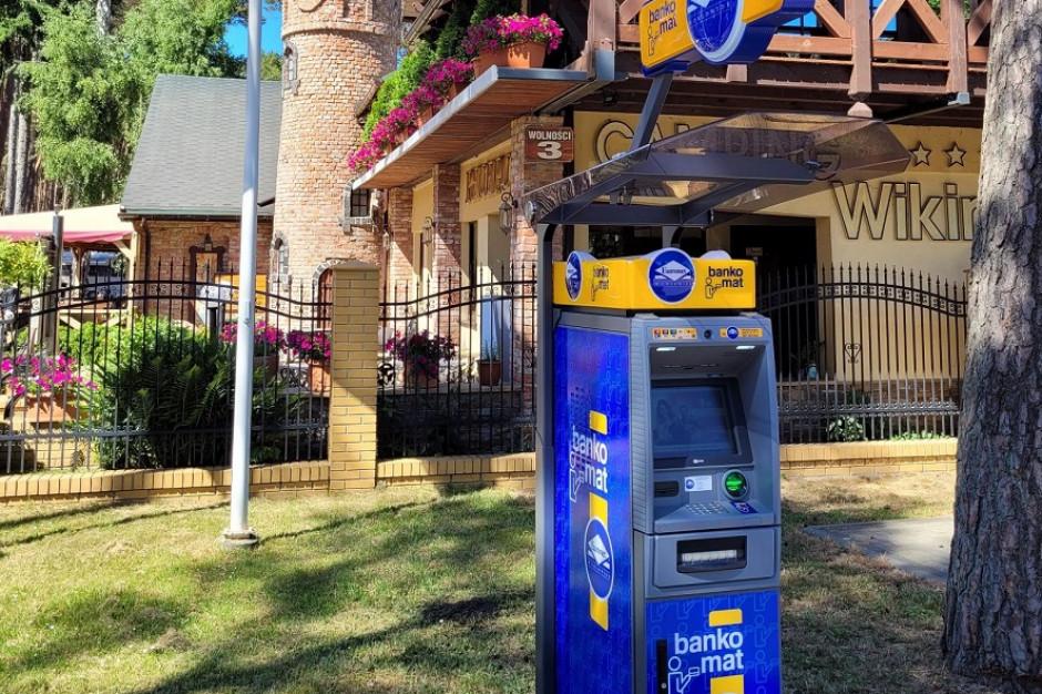 200 bankomatów sezonowych stanie nad morzem, w górach i na Mazurach