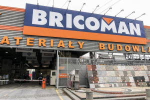 Bricoman z usługą dostawy dużych gabarytów na budowę także w weekend