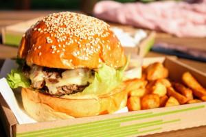 Badanie: Polacy otworzyli się na fast-food
