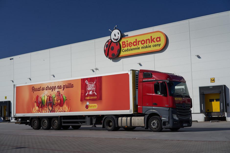 Biedronka udostępni powierzchnie na swoich ciężarówkach na reklamy