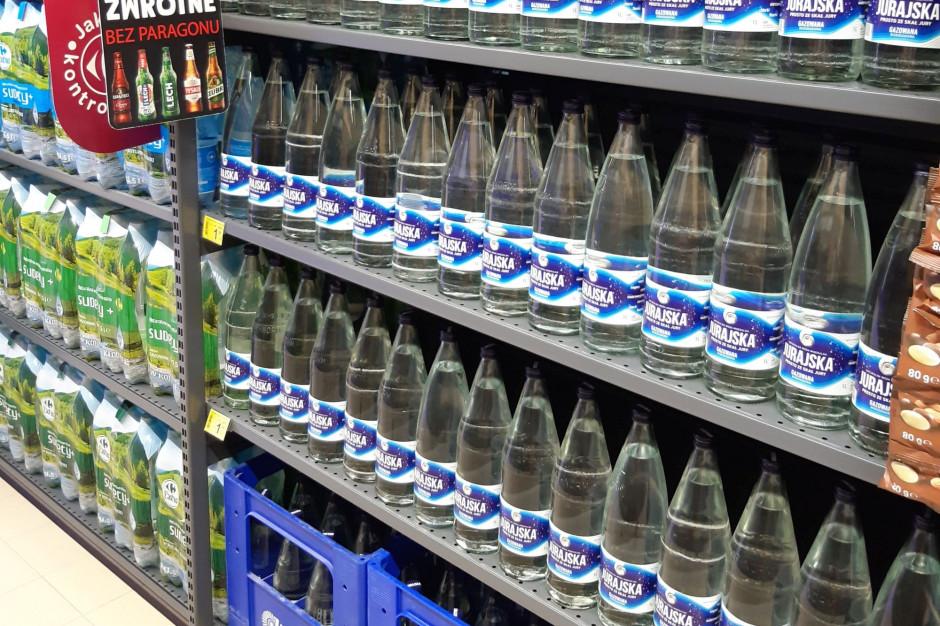 Carrefour wprowadza wodę w butelkach zwrotnych
