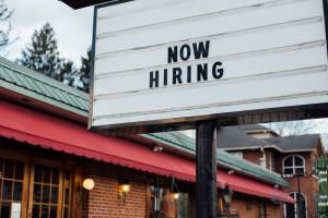 Przedsiębiorcy zgłaszają się do urzędów pracy