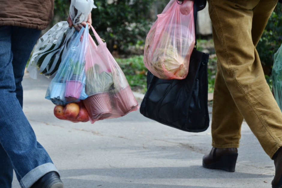 Zużycie torebek foliowych na jednego mieszkańca spadło z 300 do 9