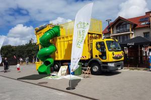 Śmieciarka Miecia od Biedronki w akcji recyklingowej
