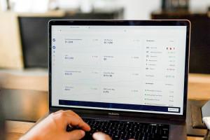 Skąd przychodzi e-klient? Różnice w zależności od branży