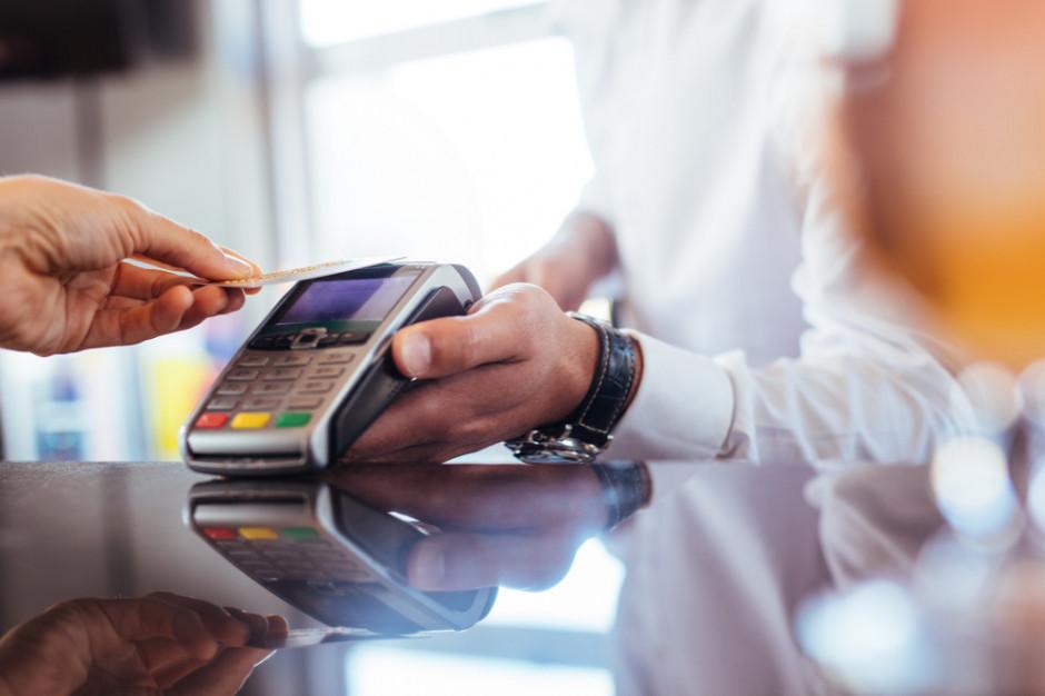 Polacy chcieliby płacić bezgotówkowo na targowiskach