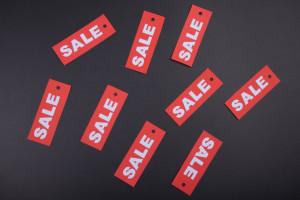 57 proc. Polaków częściej kupuje towary w promocyjnych cenach