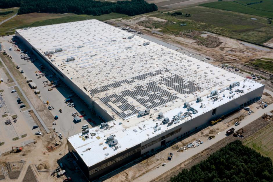 4 tysiące paneli fotowoltaicznych na dachu magazynu LPP