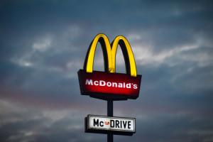 Nieetyczne zachowanie pracowników sieci fast food powodem zwolnienia z pracy, fot. unplash