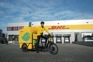 DHL Express testuje w Warszawie elektryczny rower kurierski