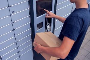 Do końca roku Orlen planuje uruchomić 500 maszyn paczkowych. Fot. Shutterstock
