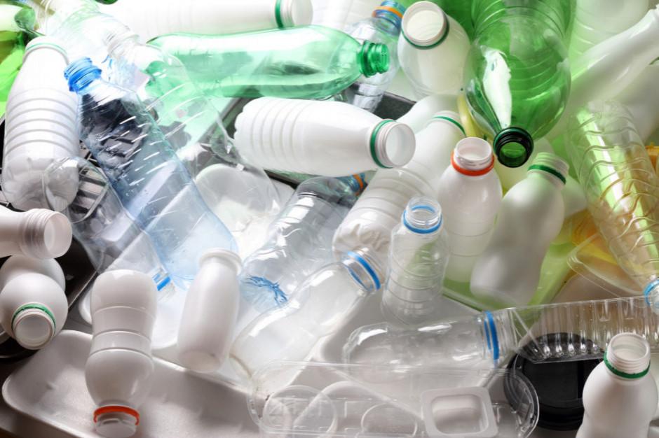 Rząd planuje przyjąć projekt ws. systemu kaucyjnego butelek PET na początku 2022 r.