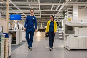 W roku 2020 różnica w płacach kobiet i mężczyzn w ramach tych samych stanowisk w IKEA wyniosła poniżej 1% (luka skorygowana). Fot. materiały prasowe