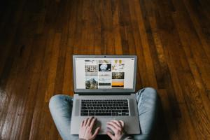Udział sprzedaży przez internet w sprzedaży detalicznej zwiększył się z 7,4% w lipcu br. do 7,9% w sierpniu br. Fot. Shutterstock