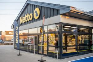 Netto też będzie placówką pocztową i otworzy się w niedziele. Przesyłki dostarczy InPost