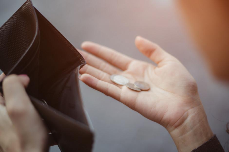 Inflacja, rosnące ceny w sklepach i drożejący prąd - to obawy Polaków
