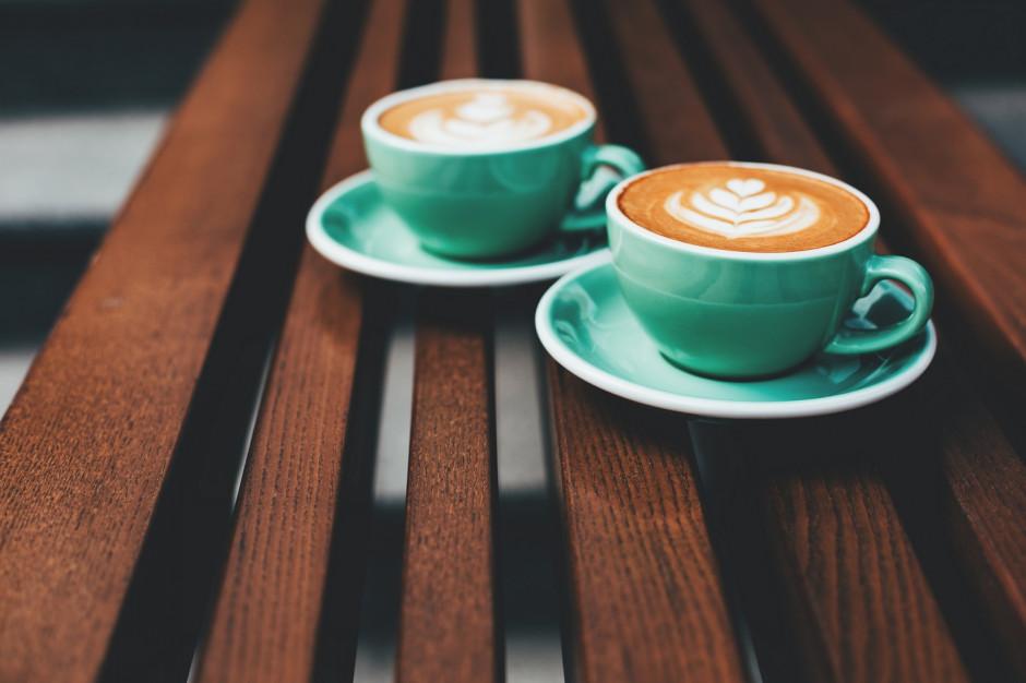 Polacy zamawiają na wynos 18 tys. kubków kawy miesięcznie