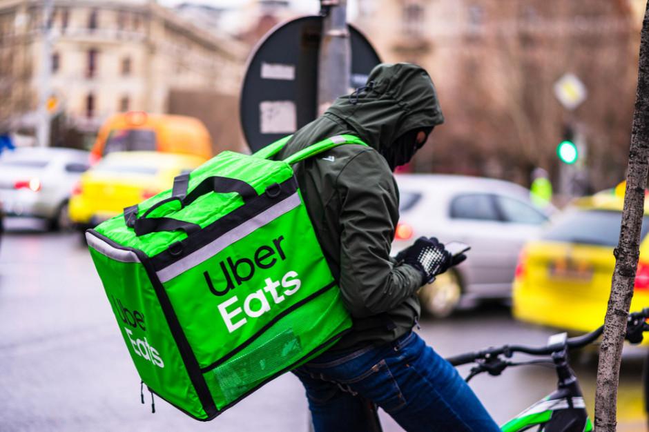 Ile pracują i ile zarabiają dostawcy Uber Eats?