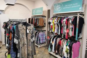 Markowa odzież używana w 44 sklepach Auchan