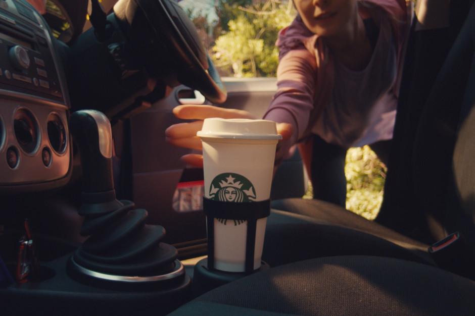Starbucks rozdawał darmową kawę dla klientów z własnym kubkiem
