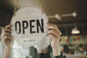 Wrzesień w handlu: Sieci otwierają się w niedziele, Żabka celuje w tysiąc nowych sklepów rocznie