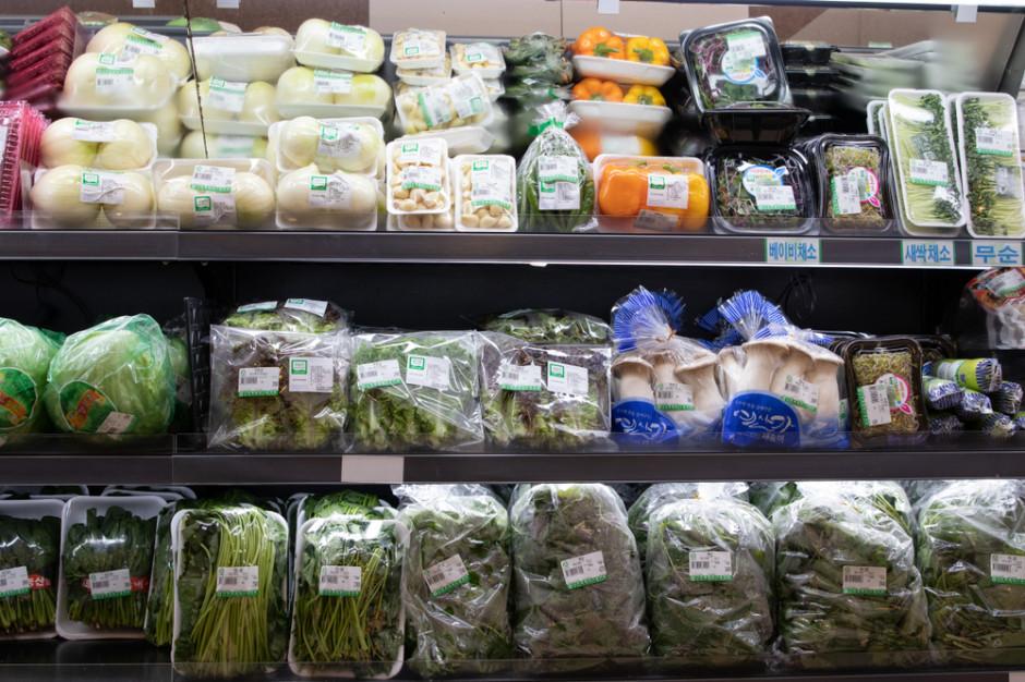 Sprzedaż owoców i warzyw w plastikowych opakowaniach będzie zakazana?